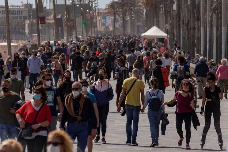 O nível de incidência acumulada (contágios) em Espanha subiu de 168 para 175
