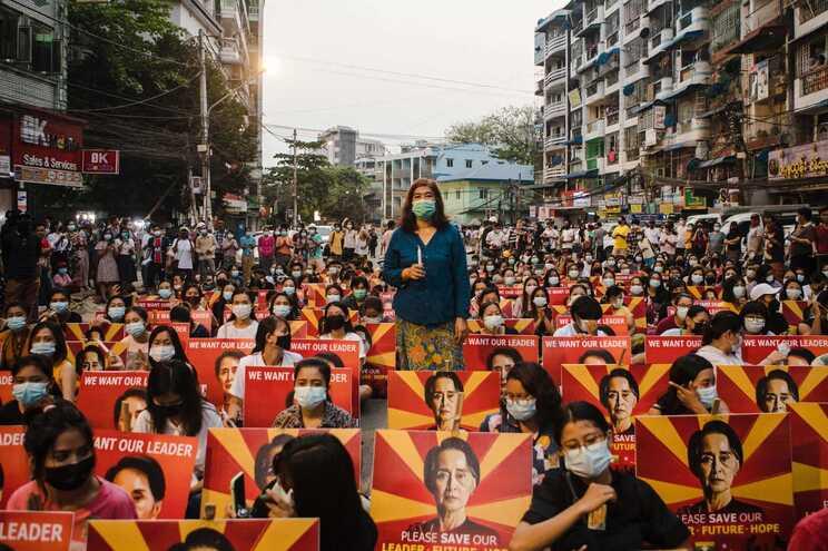 Repressão de junta militar já resultou em mais de 70 mortes em manifestações pacíficas