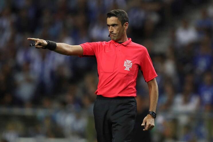 Nuno Almeida, de 44 anos, estreia-se num Benfica-Sporting