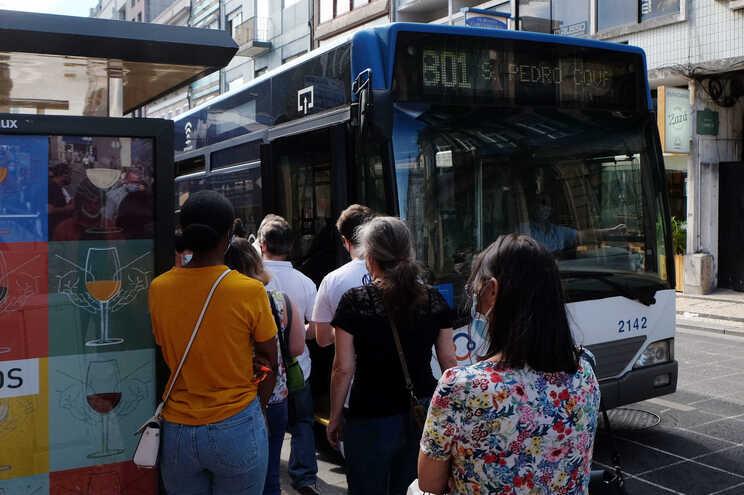 Autocarros continuarão com restrições aos fins-de-semana
