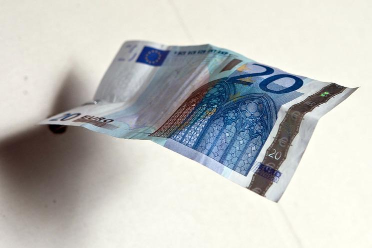 Déficeatinge 4.845 milhões de euros nos primeiros quatro meses deste ano
