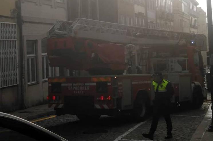 Incêndio em prédio na Baixa do Porto. JN acompanha no local
