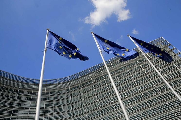 Bruxelas desembolsa 2,2 mil milhões de euros de pré-financiamento a Portugal