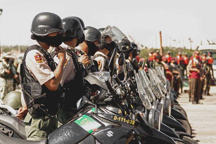 As Forças Armadas Nacionais Bolivarianas (FANB) começaram a lutar no dia 21 de março em Apure contra
