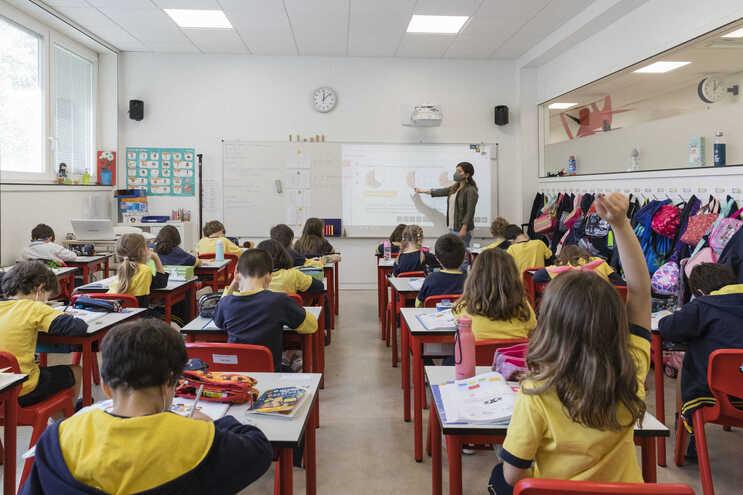 """O encerramento das escolas devido à covid-19 ainda afeta """"mais de 156 milhões de estudantes em 19 países"""""""
