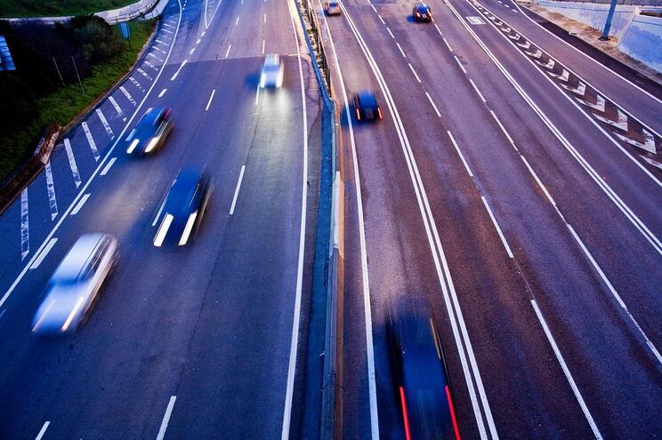 Carro vai continuar a ser o meio de transporte preferido nos próximos cinco anos