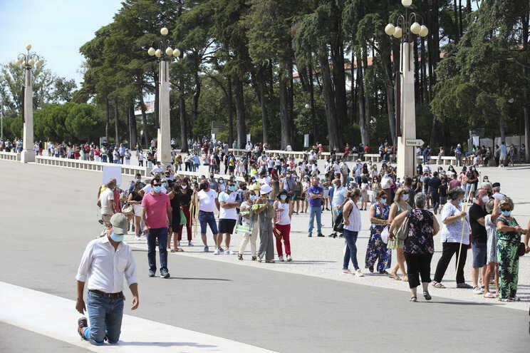 O acesso ao Santuário de Fátima, no concelho de Ourém, foi bloqueado no domingo quando o complexo religioso