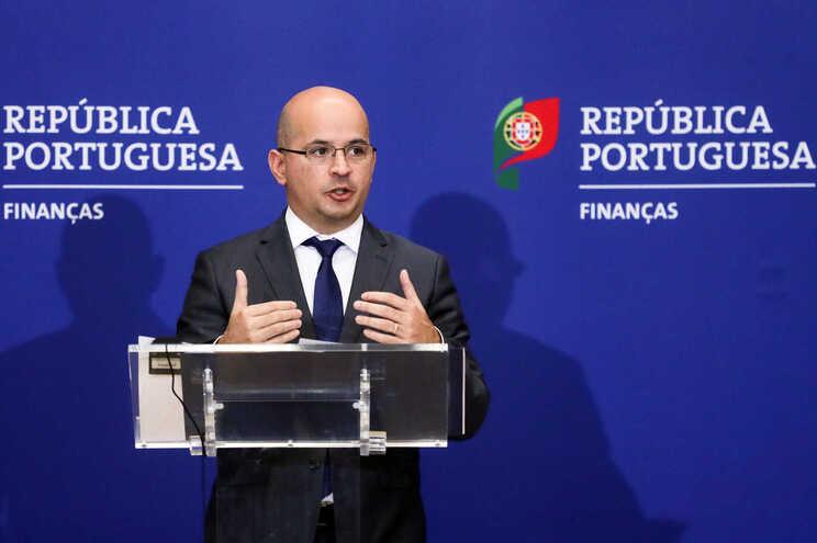 Joao Leão, ministro das Finanças