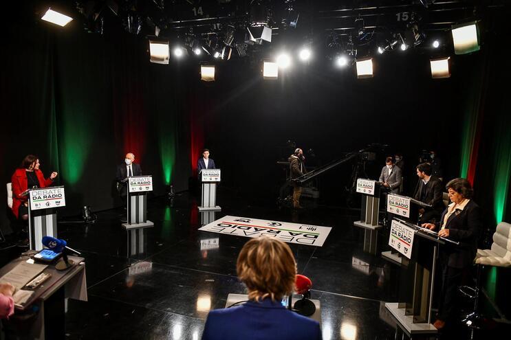 Debate está a ser transmitido na TSF, Antena 1 e Rádio Renascença
