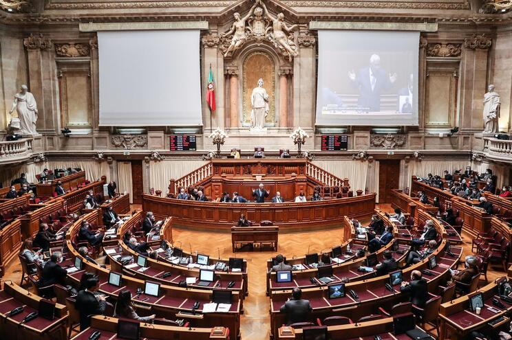 Na votação final global, o diploma recolheu 131 votos a favor, 87 contra e duas abstenções
