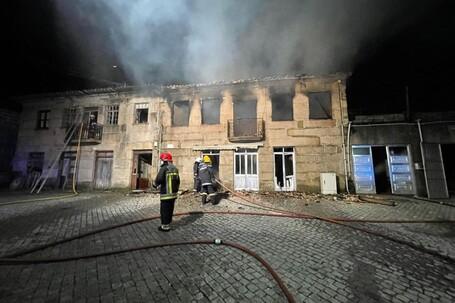 Incêndio destrói duas casas no Marco de Canaveses