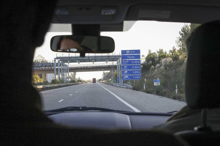 Em causa as propostas para reduzir as portagens nas autoestradas do Algarve, Beira Interior, Interior