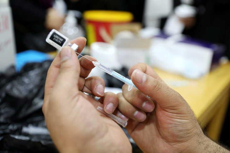 Vacina da Pfizer pode ser administrada a partir dos 12 anos na UE