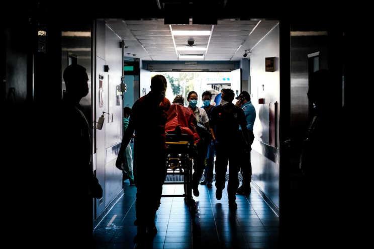 Recorde de infetados e internados no segundo pior dia em mortes