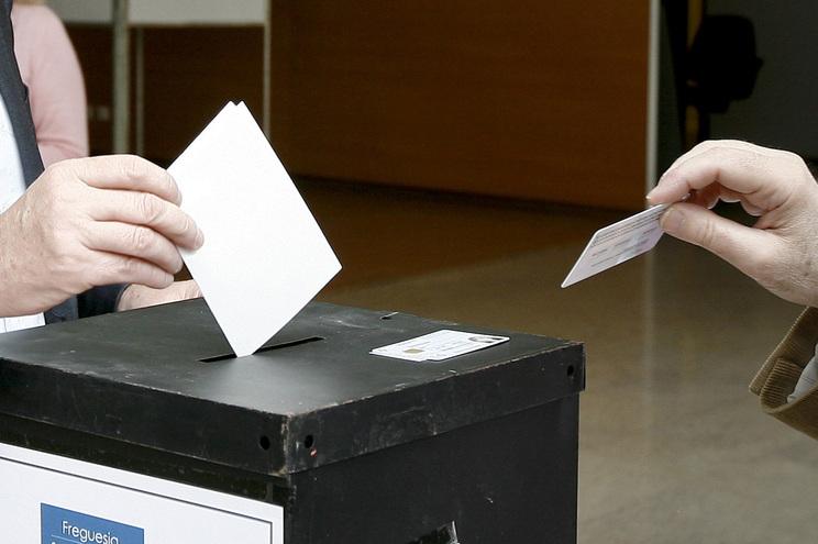 Apenas 2242 eleitores registados no estrangeiro escolheram votar diretamente nas urnas
