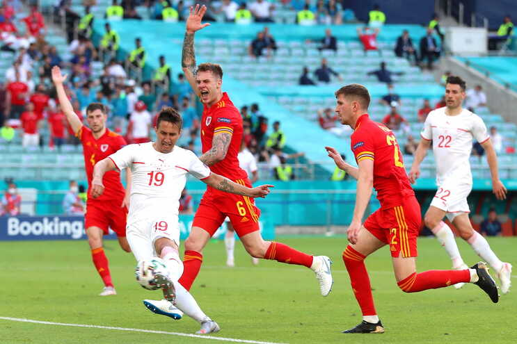 Suíça e País de Gales empataram este sábado