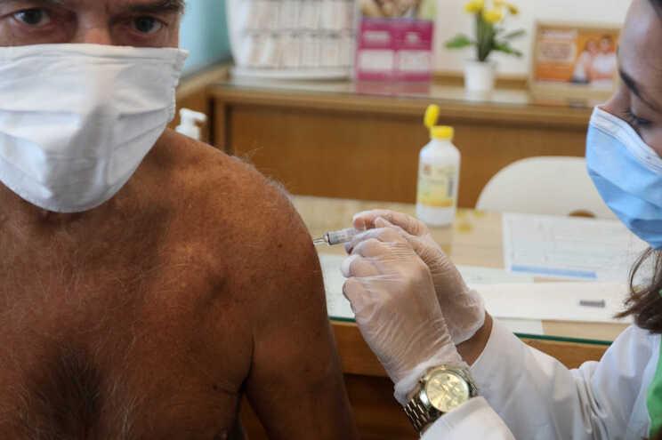 Mais vacinas da gripe nos centros de saúde só no fim do mês