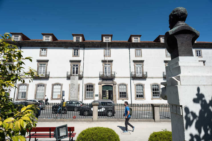 Requalificação do centenário edifício orçada em 17,2 milhões de euros, mas aumento do custo de materiais