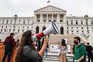 Estudantes universitários pedem fim das propinas em frente à Assembleia da República