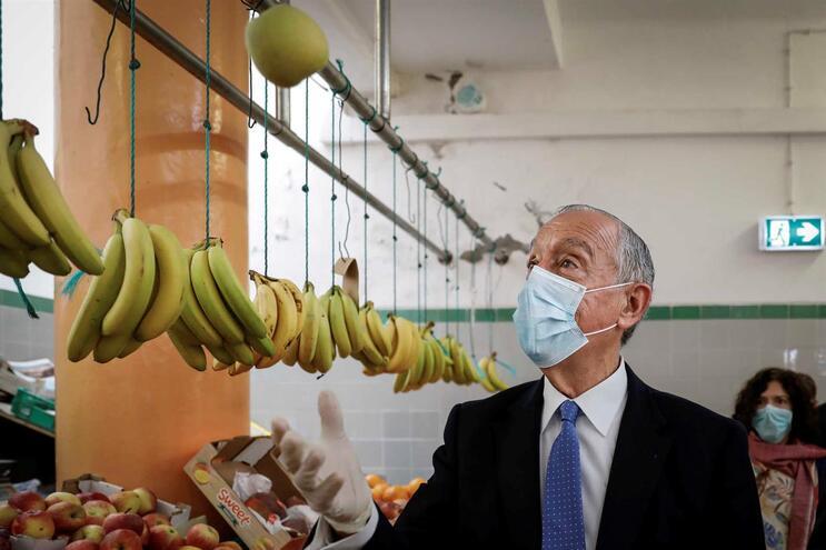O Presidente da República, Marcelo Rebelo de Sousa, durante a visita ao mercado Municipal da Ericeira