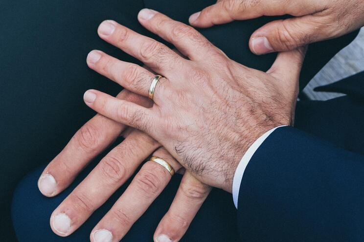 Vaticano esclarece que não pode abençoar uniões entre homossexuais