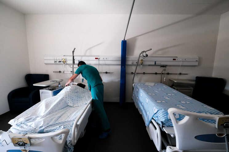 Hospital de Gaia prepara enfermaria com mais 18 camas