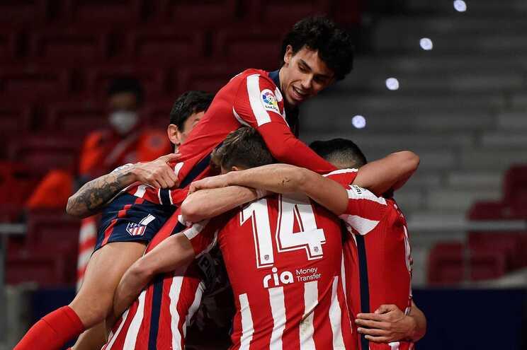 Atlético Madrid vence e lidera com seis pontos à maior sobre o Barcelona