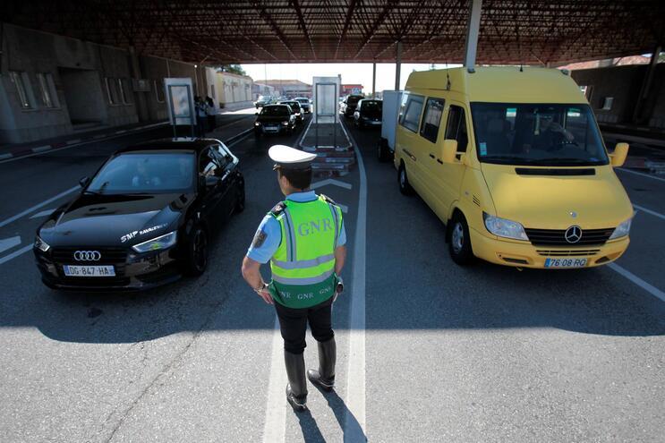 Funções policiais do SEF serão divididas pela PJ, GNR e PSP
