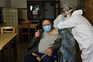 O plano de vacinação contra a covid-19 começou em 27 de dezembro nos hospitais e já se estendeu aos lares