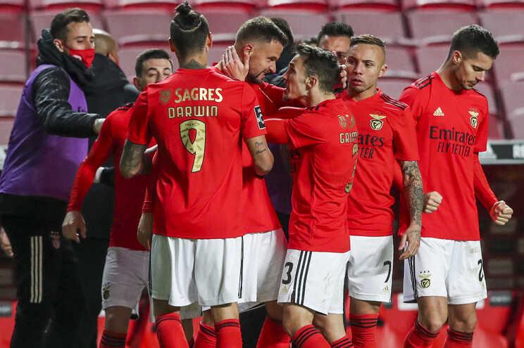 O Benfica defronta o Estrela da Amadora esta terça-feira