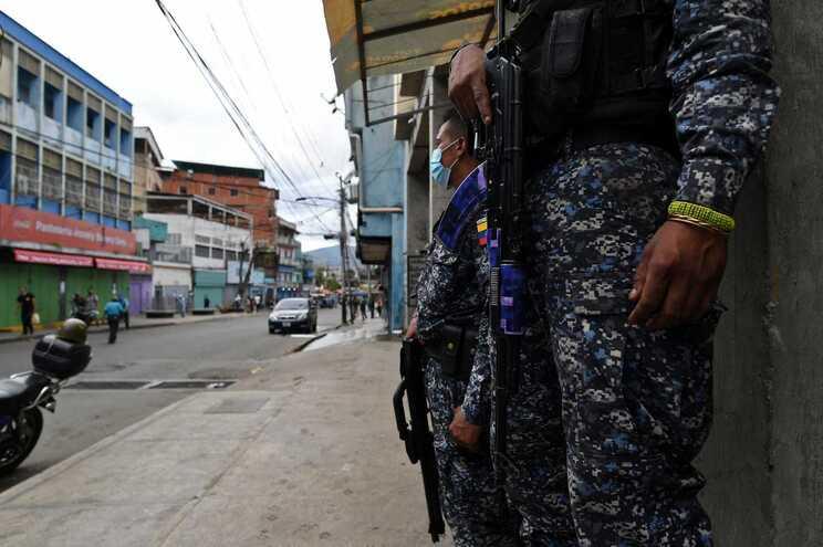 A morte de Manuel de Lima Spínola ocorreu pelas 16 horas locais de segunda-feira, quando se encontrava