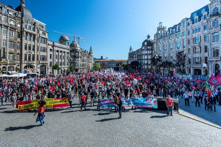 Manifestação da CGTP este sábado durante a Cimeira Social da UE, no Porto