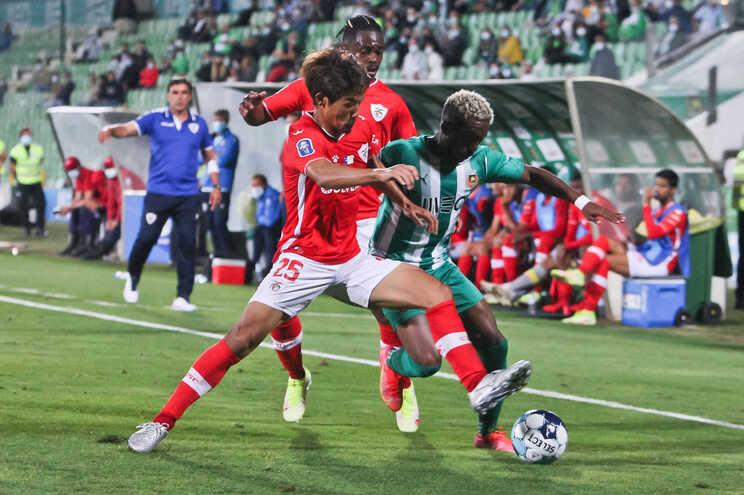 Rio Ave empatou com o Santa Clara a duas bolas, na Taça da Liga