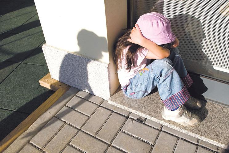 Mais de 50% das pessoas acolhidas nas casas abrigo são crianças