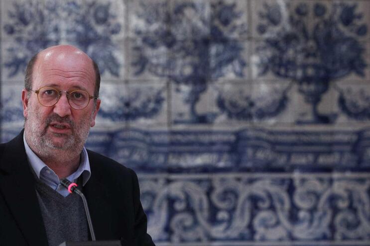 """Ministro diz que deslocação de aldeias ribeirinhas não pode ser """"tabu"""""""