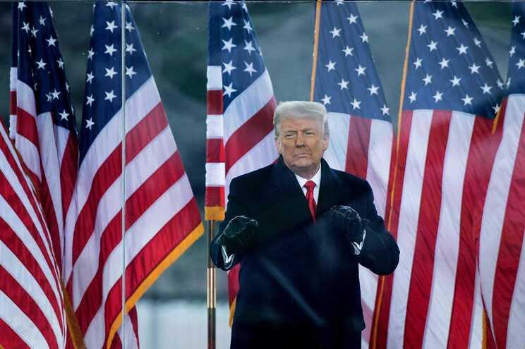 Trump fez discurso que incentivou apoiantes momentos antes da invasão ao Capitólio