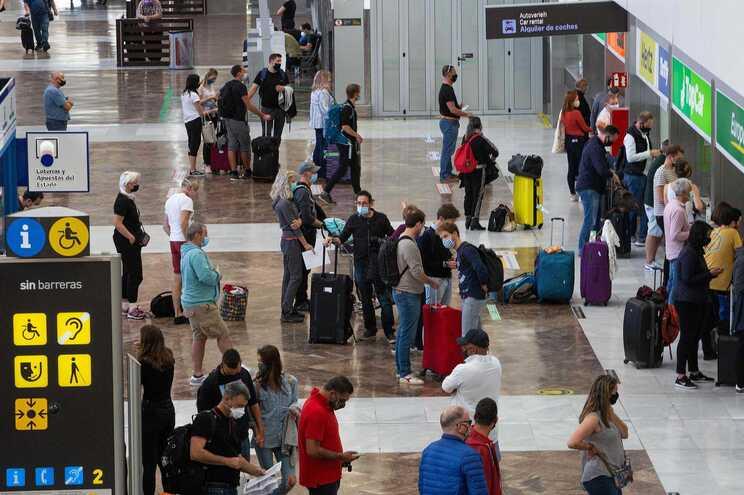 Espanha vai exigir teste negativo à covid-19 a turistas e passageiros para entrarem no país
