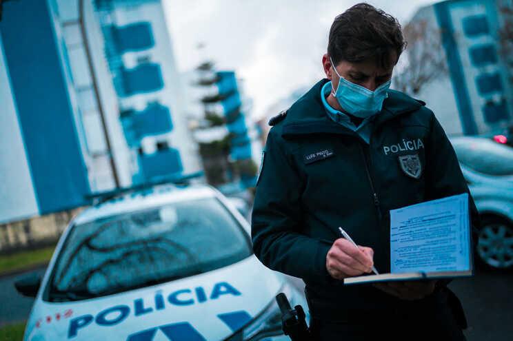 Centenas de polícias garantem segurança dos boletins de voto