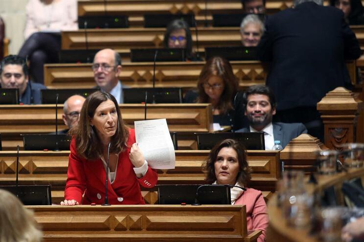 """CDS defende referendo em resposta à regionalização """"às escondidas"""" de Costa"""
