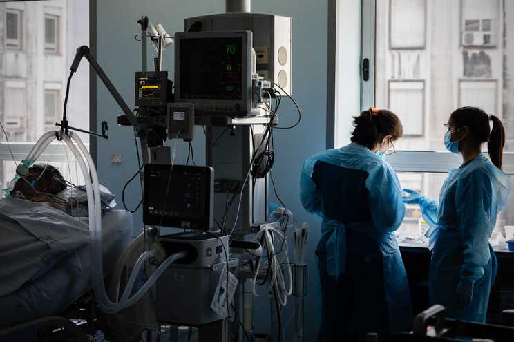 Unidade de cuidados intensivos do Hospital S. João, no Porto