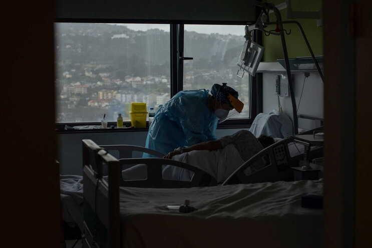 Há 30.256 pessoas hospitalizadas com covid-19 em Espanha