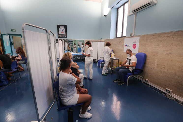 29 milhões de italianos já receberam as doses totais, o equivalente a 53,71% da população com mais de