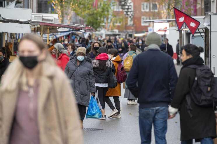 Primeiro-ministro holandês avisou que covid-19 não é uma gripe