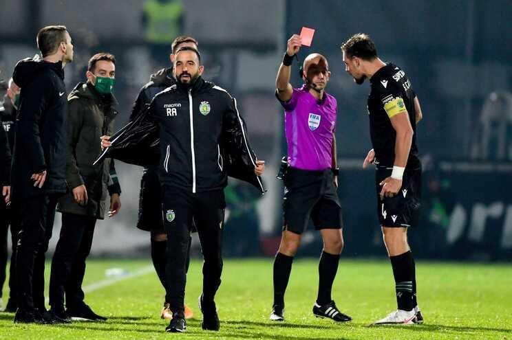 O momento em que Luís Godinho expulsa Ruben Amorim