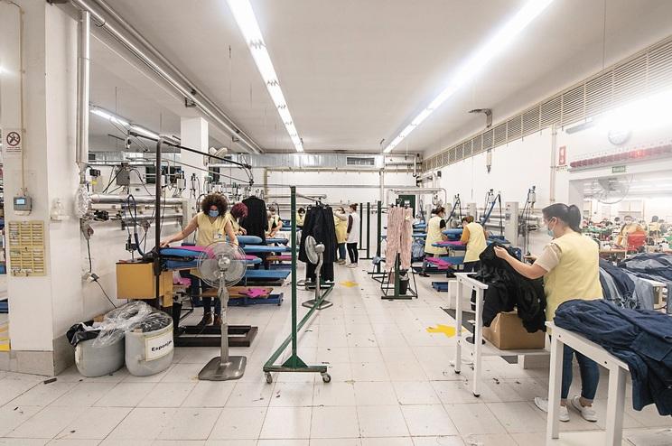 Pandemia e confinamento podem levar ao encerramento de muitas centenas de fábricas já este ano