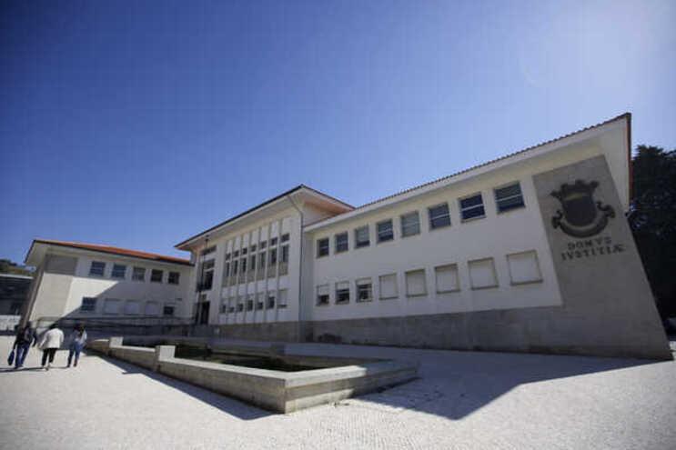 O Tribunal da Régua condenou os arguidos numa pena de prisão, mas suspendeu a respetiva execução