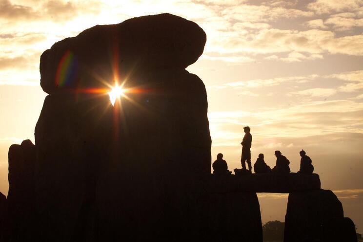 O solstício de verão de 2020 observado em Stonehenge