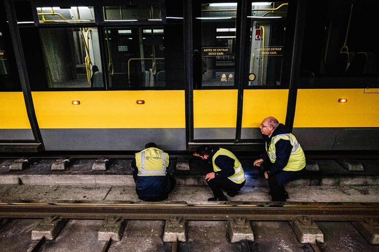 Composição de Metro do Porto descarrilou na estação de Campanhã, no dia 2 de janeiro