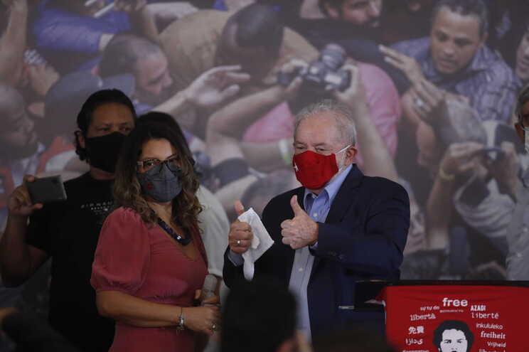 Lula da Silva admite candidatar-se à presidência do Brasil