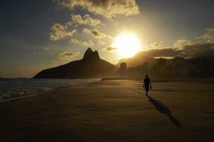 O Brasil é o segundo país com mais casos e mortes por coronavírus, apenas ultrapassado pelos Estados